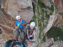 福利社,第一洞 Getting comfortable on top of Commissionary Crack, First Cave