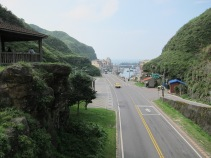 Bus stops just 5 min away with services to Keelung, Ruifang, Jiufen, Fulong etc.